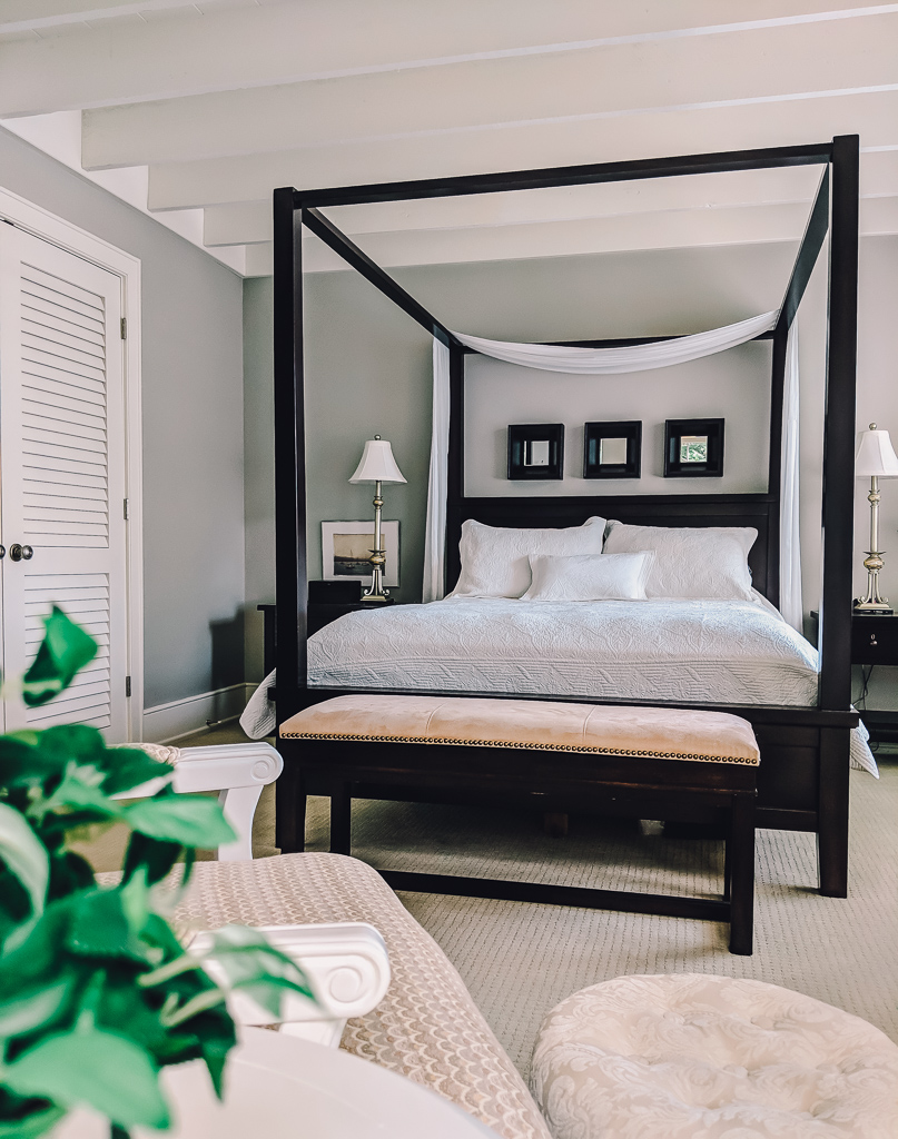 How to decorate above the bed - mirror trio